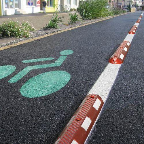 bordura per marciapiede / divisoria / per parcheggi / in gomma