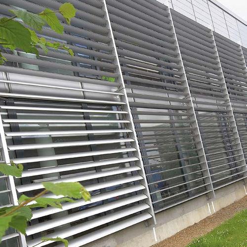 frangisole in agglomerato / per facciata / orientabile motorizzato / verticale