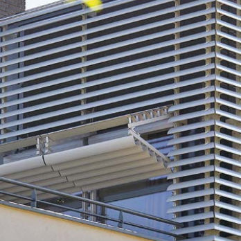 frangisole in agglomerato / per facciata / verticale
