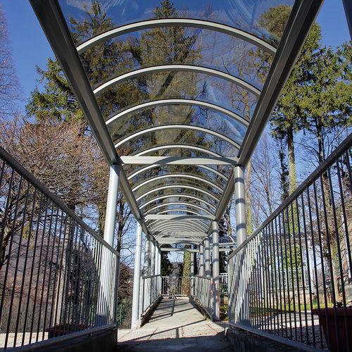 pergola autoportante / in alluminio / con copertura in policarbonato / per spazi pubblici