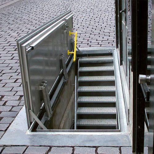 botola per pavimento / rettangolare / quadrata / con drenaggio dell'acqua