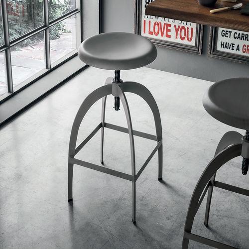 Sgabello da bar moderno / in metallo verniciato / con poggiapiedi / regolabile RIGA Target Point New