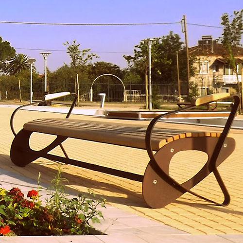 panca pubblica / moderna / in legno / in lamiera d'acciaio
