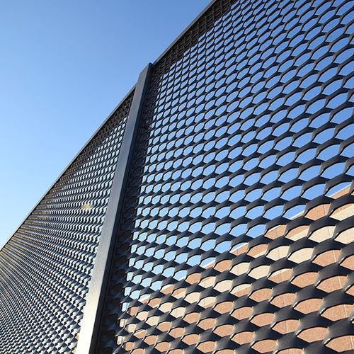 recinzione per spazio pubblico / ad uso industriale / a pannelli / in alluminio
