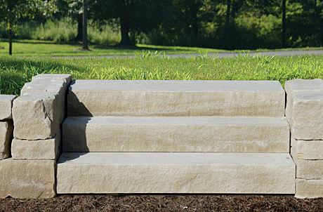 Scale Da Esterno In Pietra : Scala dritta con gradini in calcestruzzo con gradini in pietra