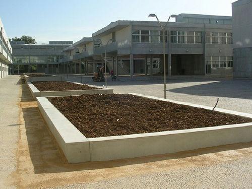 fioriera in calcestruzzo / rettangolare / moderna / per spazi pubblici