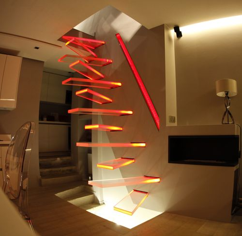 scala dritta / con struttura in metallo / con gradini in vetro / senza alzata