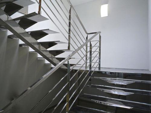 scala a U / con struttura in acciaio inossidabile / con gradini in acciaio inox / senza alzata