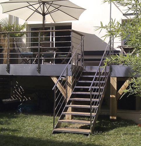 scala dritta / con struttura in acciaio inossidabile / con gradini in legno / con gradini in acciaio inox