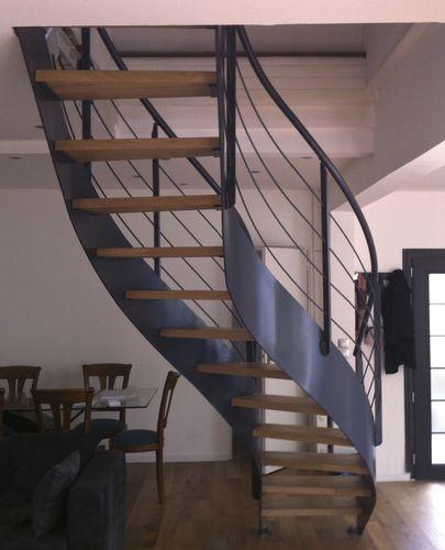 scala dritta / circolare / con struttura in acciaio / con gradini in legno