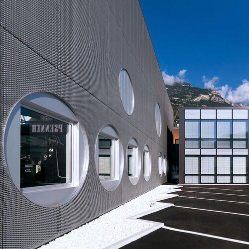 rivestimento di facciata per facciata ventilata / in rame / in zinco titanio / perforato