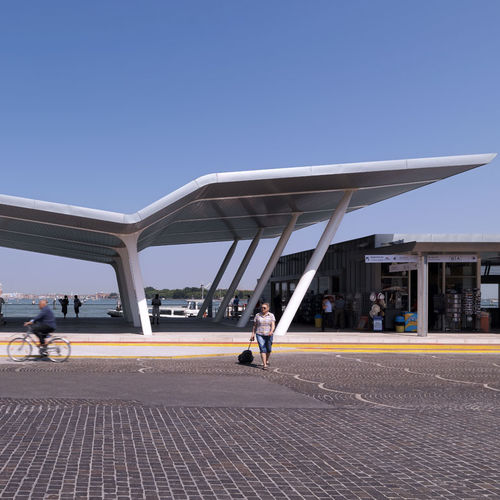 tettoia per terrazzo / in metallo / contract
