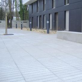 pavimentazione in calcestruzzo / per spazio pubblico