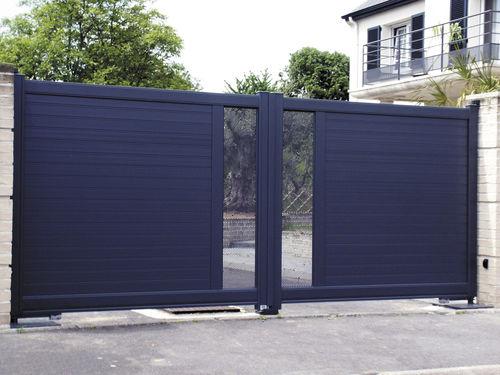 cancello battente / in alluminio / a lamelle / a pannello