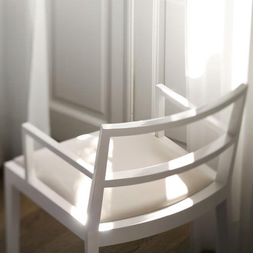 Sedia moderna / imbottita / con braccioli / in legno POURPARLER : 171 by Claudio Perin TEKHNE S.r.l.