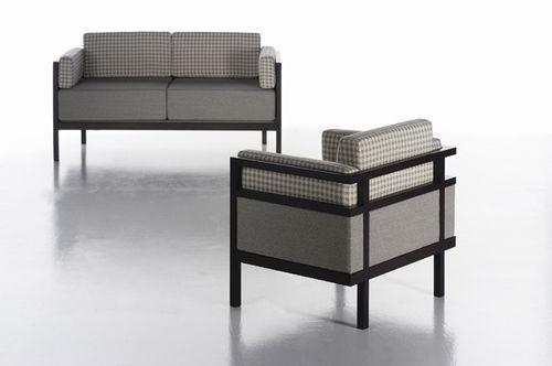 divano moderno / in tessuto / 3 posti / grigio