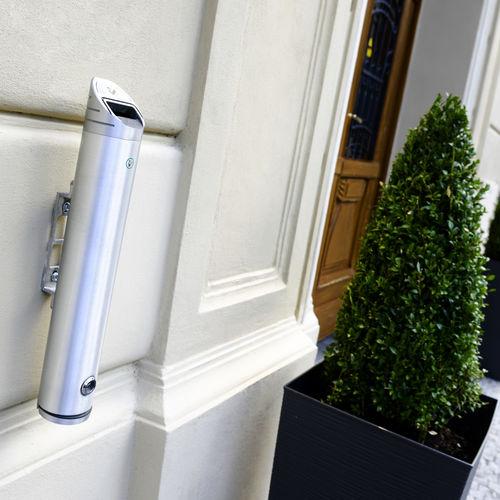 portacenere a muro / in acciaio inossidabile / da esterno / per spazio pubblico
