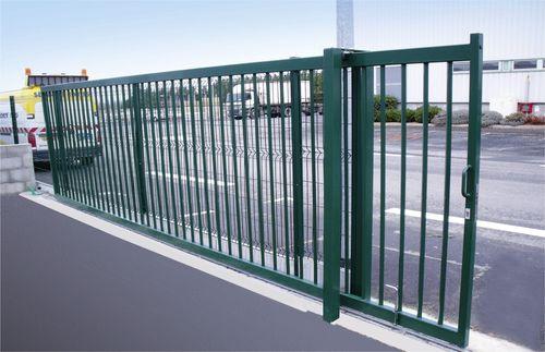 cancello scorrevole / in alluminio / a sbarre / contract