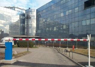 barriera di controllo accessi / a sollevamento / in alluminio / per spazio pubblico