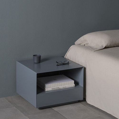 Tavolino basso moderno / in MDF laccato / in metallo laccato / quadrato KOBO by Héctor Diego KENDO MOBILIARIO
