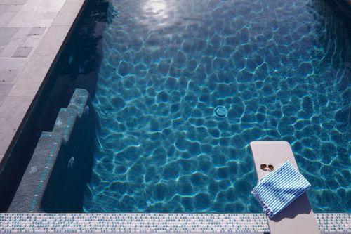 piastrella per piscina / da pavimento / in vetro / motivo geometrico