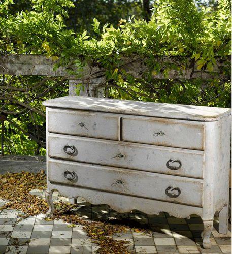 cassettone in stile gustaviano / in legno laccato / in faggio / bianco