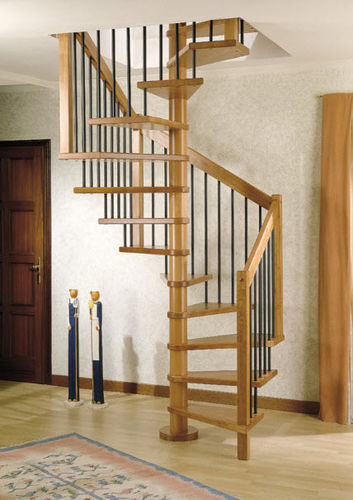 scala a chiocciola quadrata / con gradini in legno / con struttura in legno / senza alzata