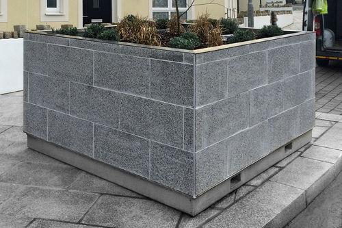 fioriera in granito / quadrata / moderna / per spazi pubblici