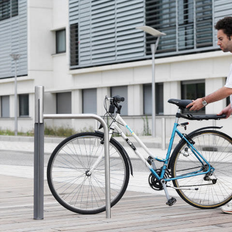 rastrelliera per biciclette in acciaio inox / in ghisa / per spazi pubblici