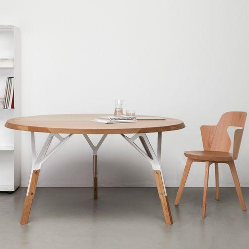 Tavolo moderno / in quercia / in noce / in legno laccato STAMMTISCH Quodes