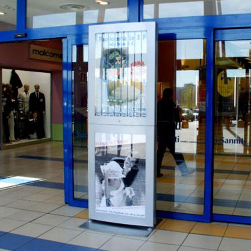 totem pubblicitario / illuminato / per spazio pubblico / per negozio