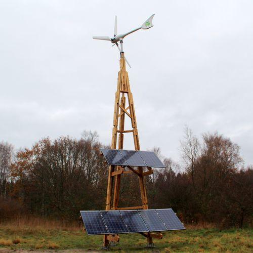 sistema di alimentazione fotovoltaica a isola ibrido / eolico