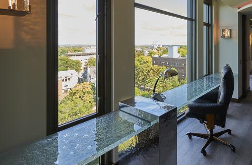 scrivania in vetro / design originale / contract / su misura