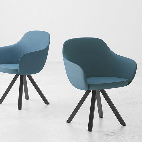 sedia design scandinavo / imbottita / con braccioli / in tessuto