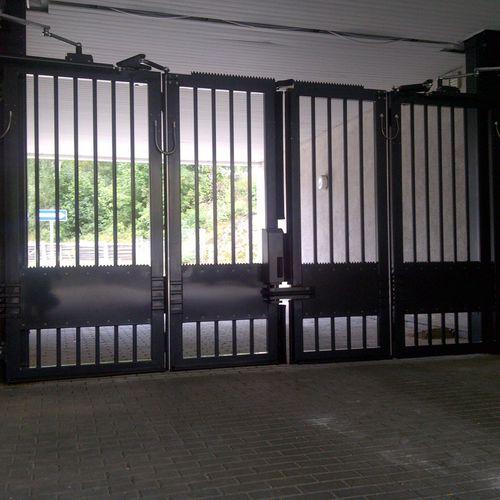 cancello battente / in acciaio galvanizzato / a sbarre / industriale