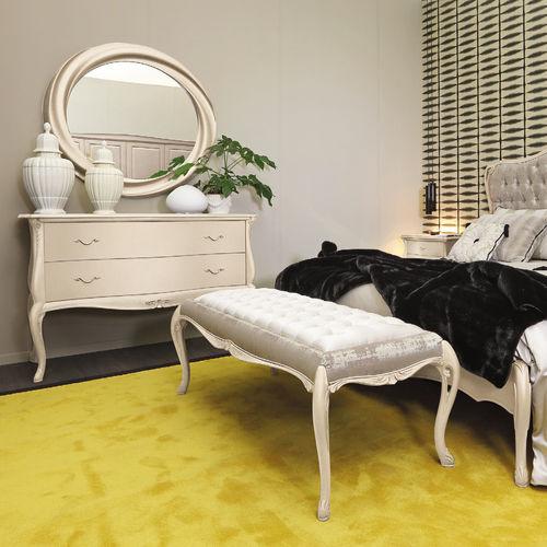 divanetto imbottito classico / in tessuto / in legno dipinto / da interno