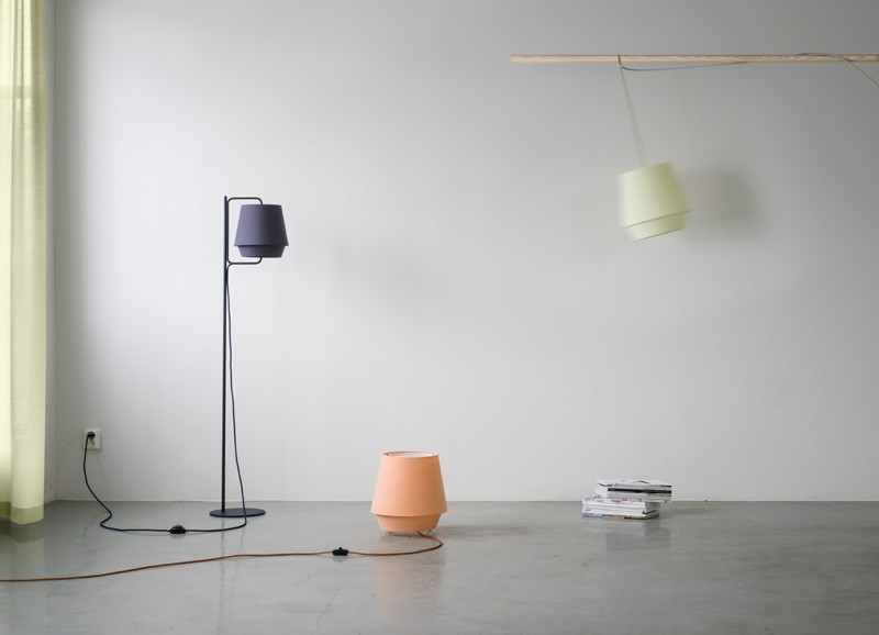 Elementi una nuova collezione di illuminazione dallo studio di