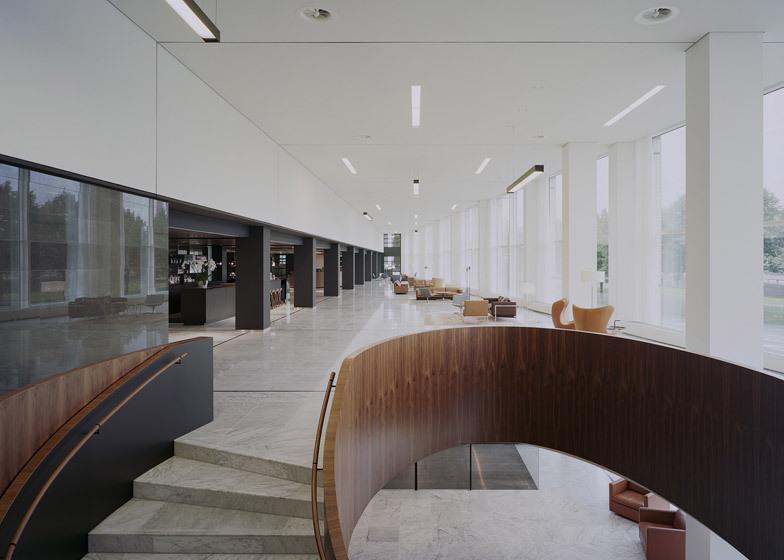 Ufficio Legno Hotel : Powerhouse company ritocca latrio dellufficio in legno di marmo e