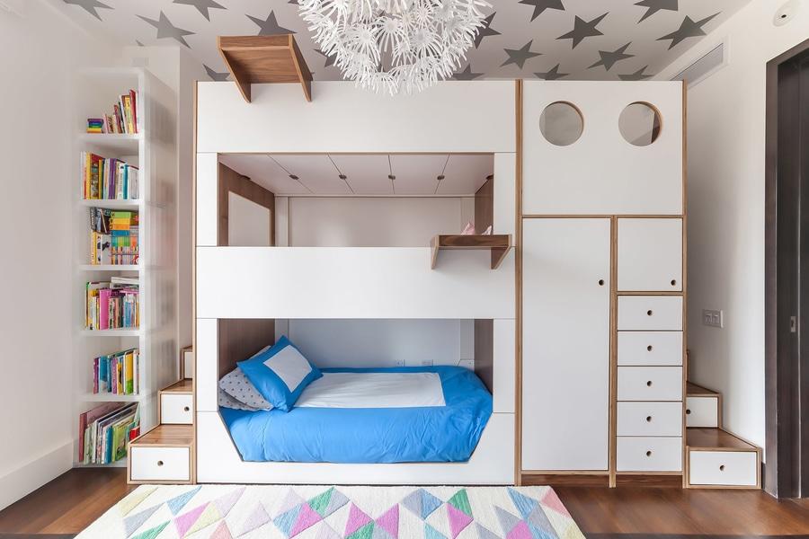 Letto A Castello Triplo Usato : Questo letto di cuccetta triplo è stato progettato con stoccaggio
