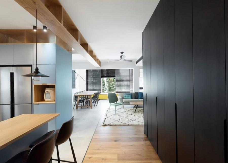 Lungo Il Corridoio In Inglese : Raanan stern progetta l appartamento di tel aviv intorno al