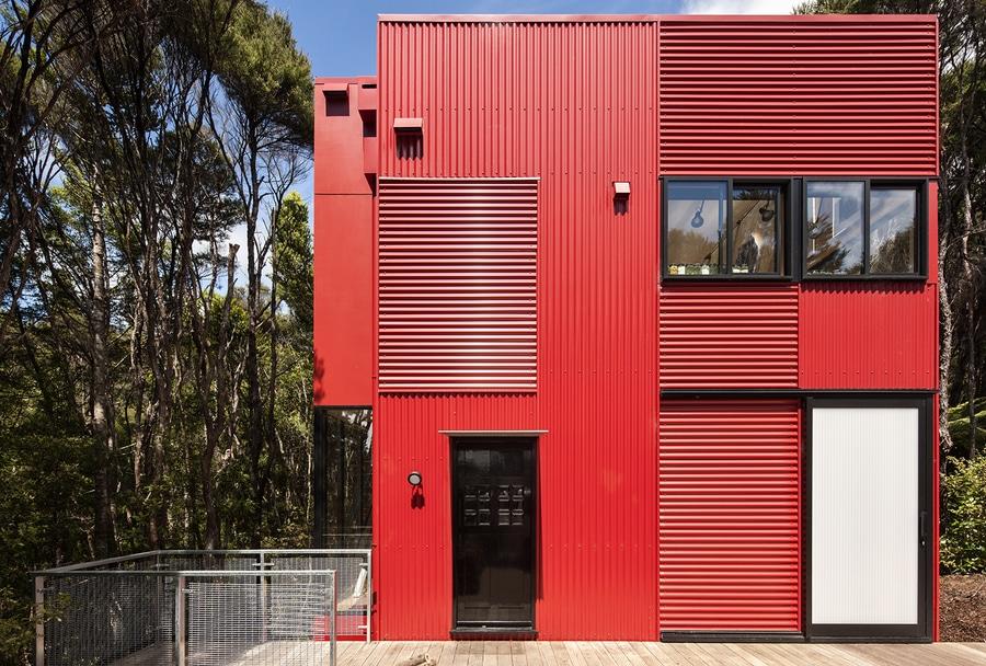 Colore Esterno Casa Rosso : Schiocco di colore questa casa rossa luminosa della nuova zelanda