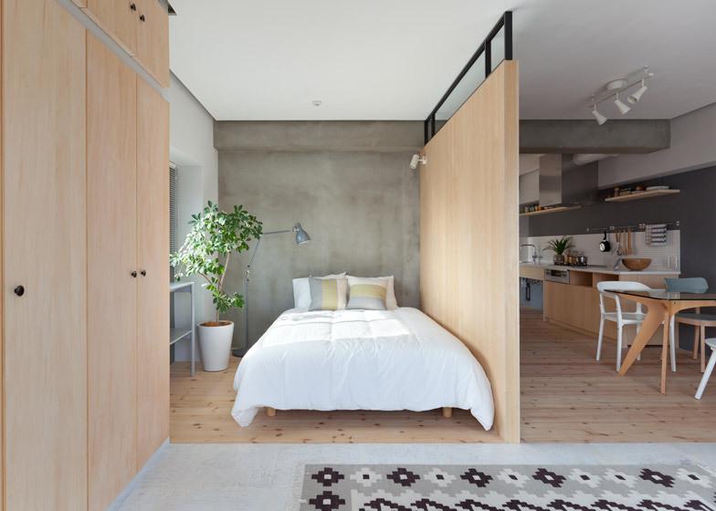 Sinato nasconde due camere da letto dietro una parete a forma di l ...