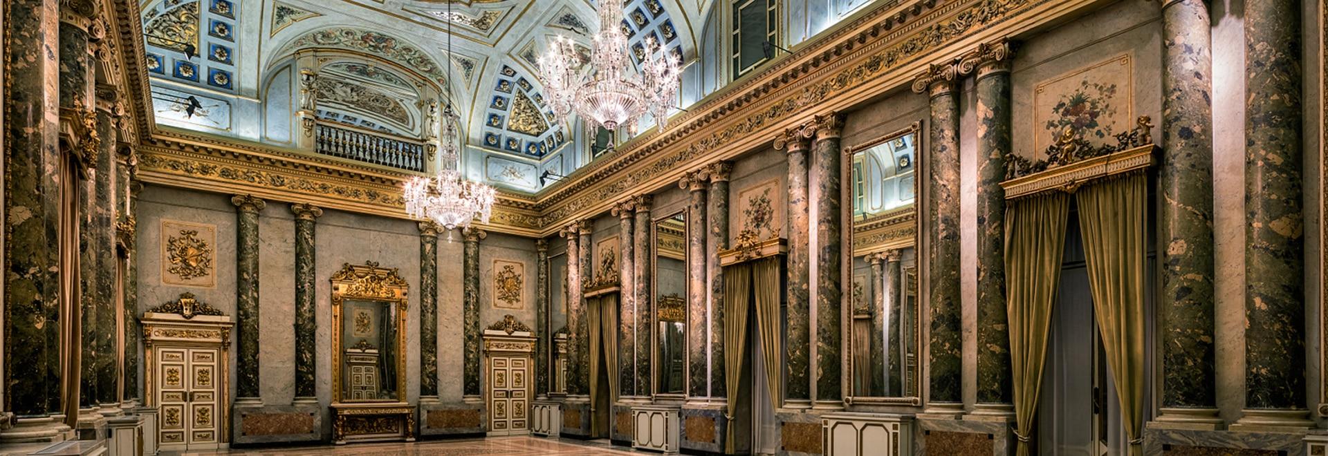Celebrazione del lampadario a bracci: lasvit oscilla in palazzo ...