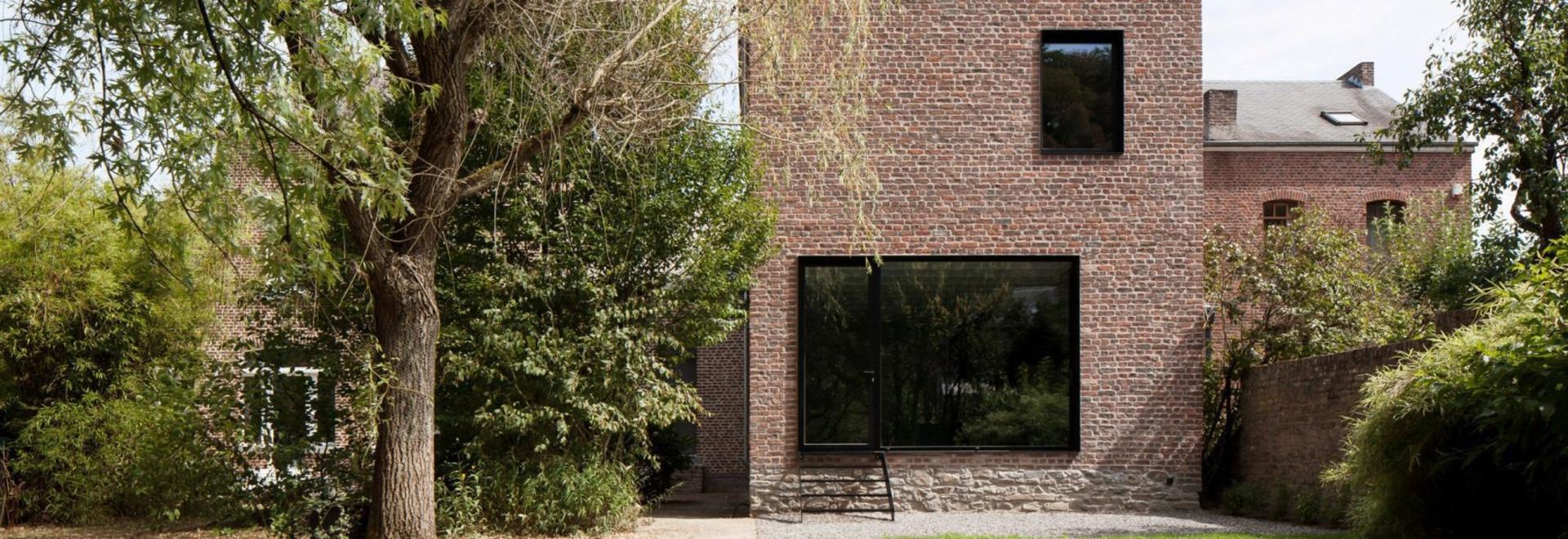 Casa di imbottigliamento belga trasformata in casa di famiglia da Architecture Cotugno Thiry