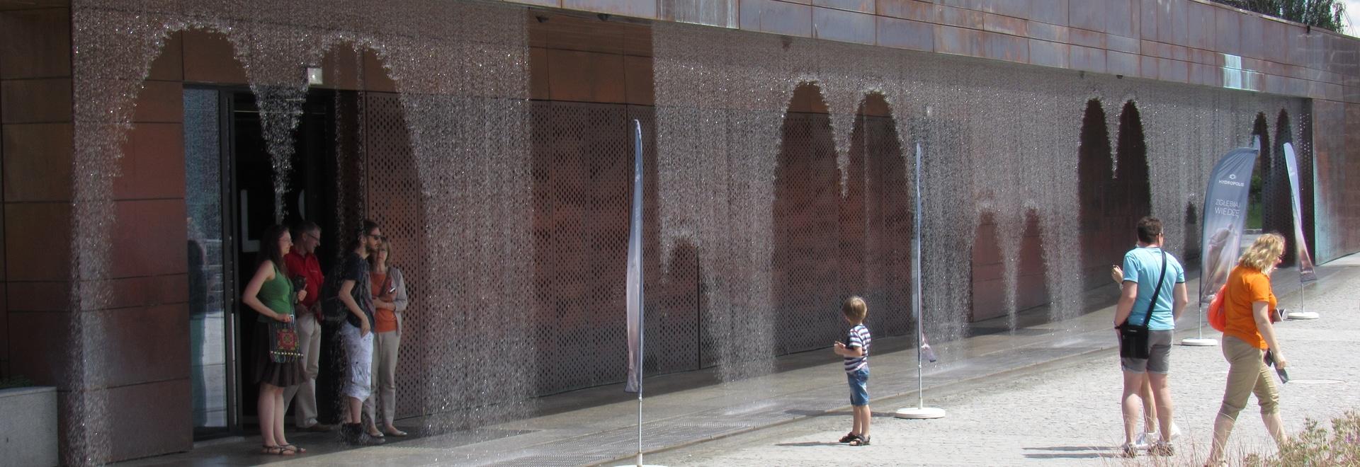 La cortina d'acqua di Digital ama il museo di Hydropolis