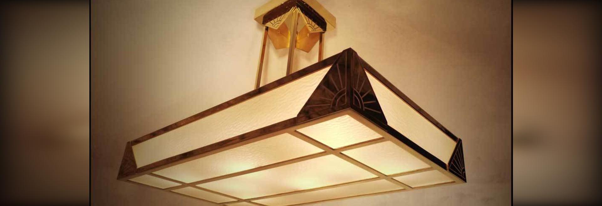 Illuminazione in vetro d'ottone ed opaco