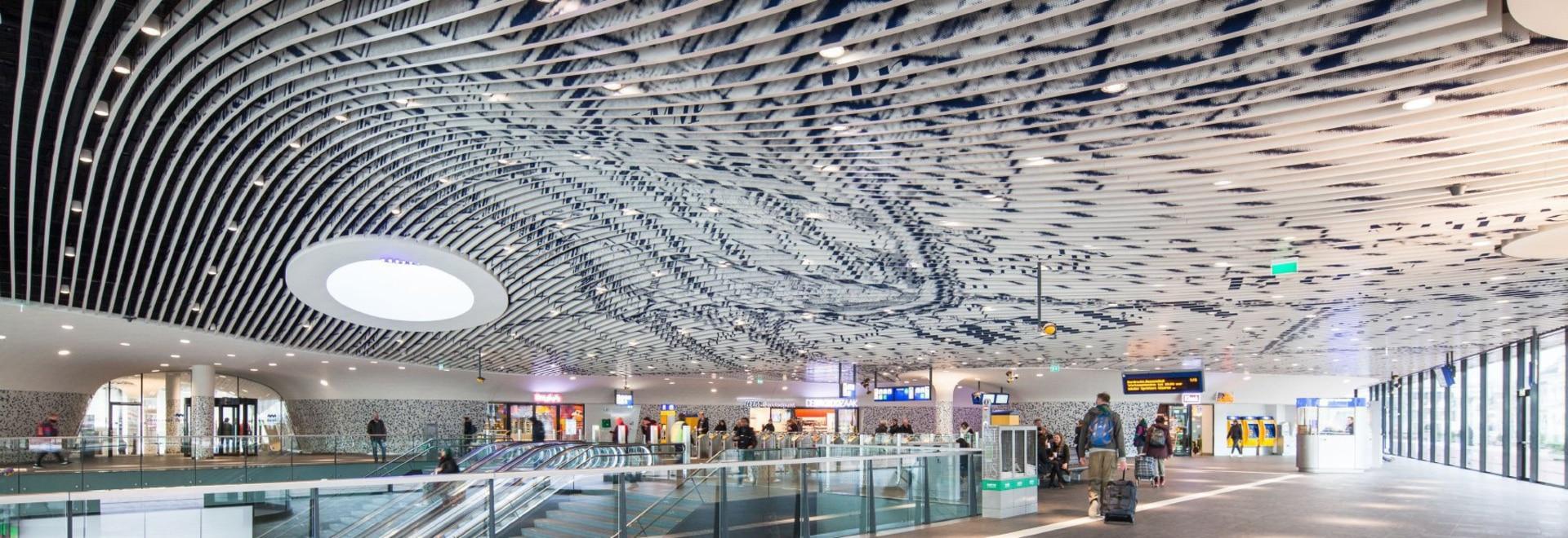 il mecanoo completa il comune di Delft ed il complesso della stazione ferroviaria