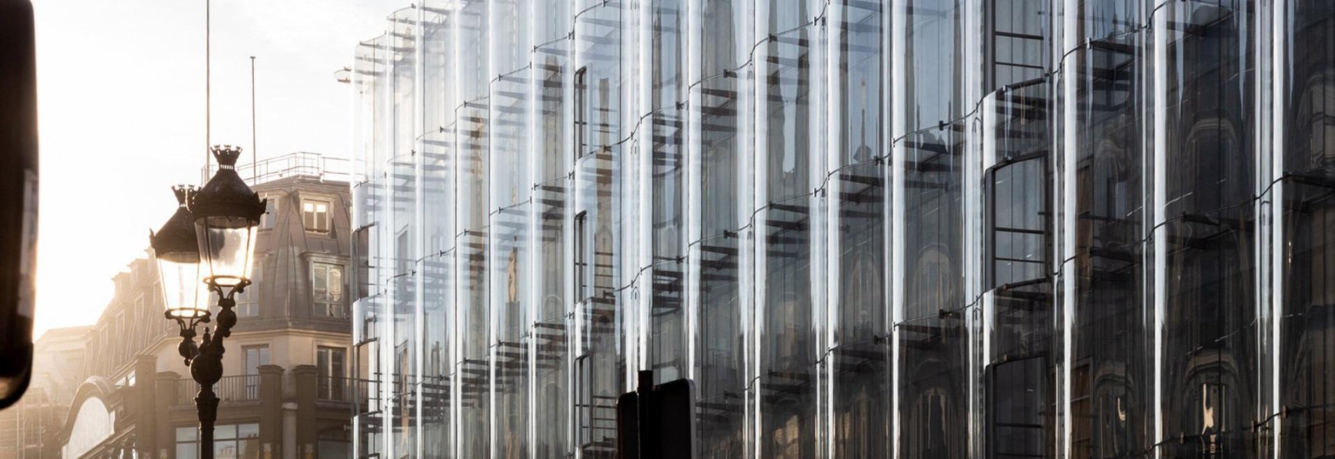 """Ripristino di samaritaine della La dei reggilibri di vetro d'increspatura della facciata di SANAA"""" a Parigi"""
