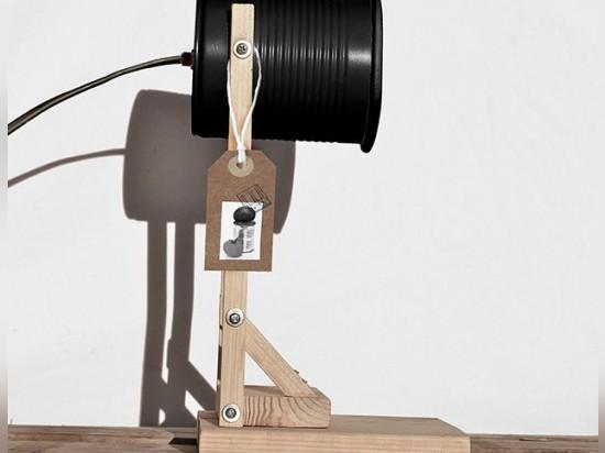 Lampada Barattolo Di Latta : Iliui trasforma i vecchi barattoli di latta nelle lampade moderne