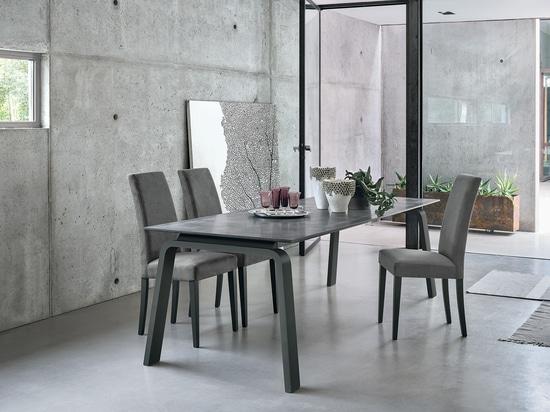 Tavola di DEIMOS 160 + sedia di LUGANO